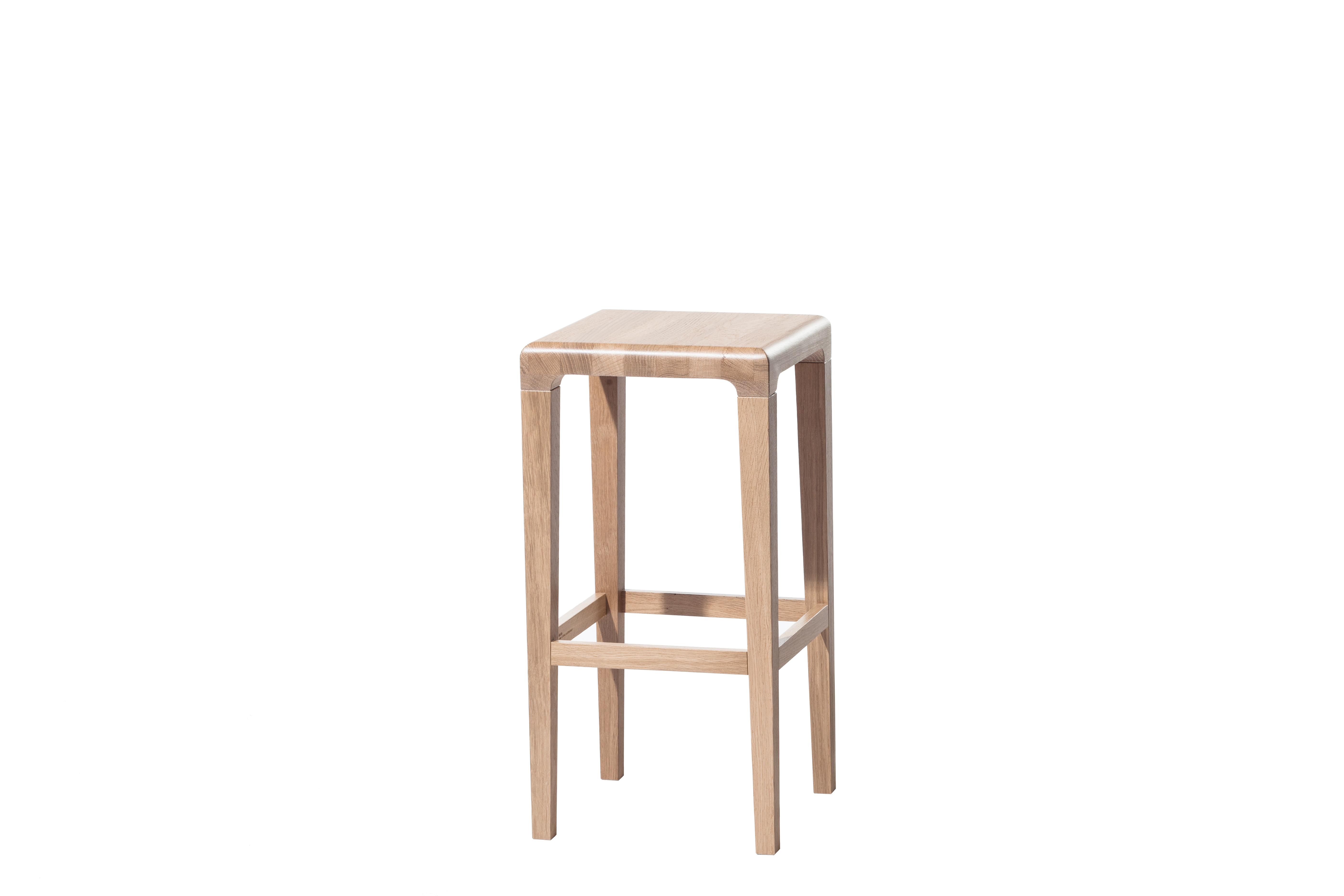 Scaun din lemn de stejar Rioja Natural Small, l32xA32xH64 cm somproduct.ro