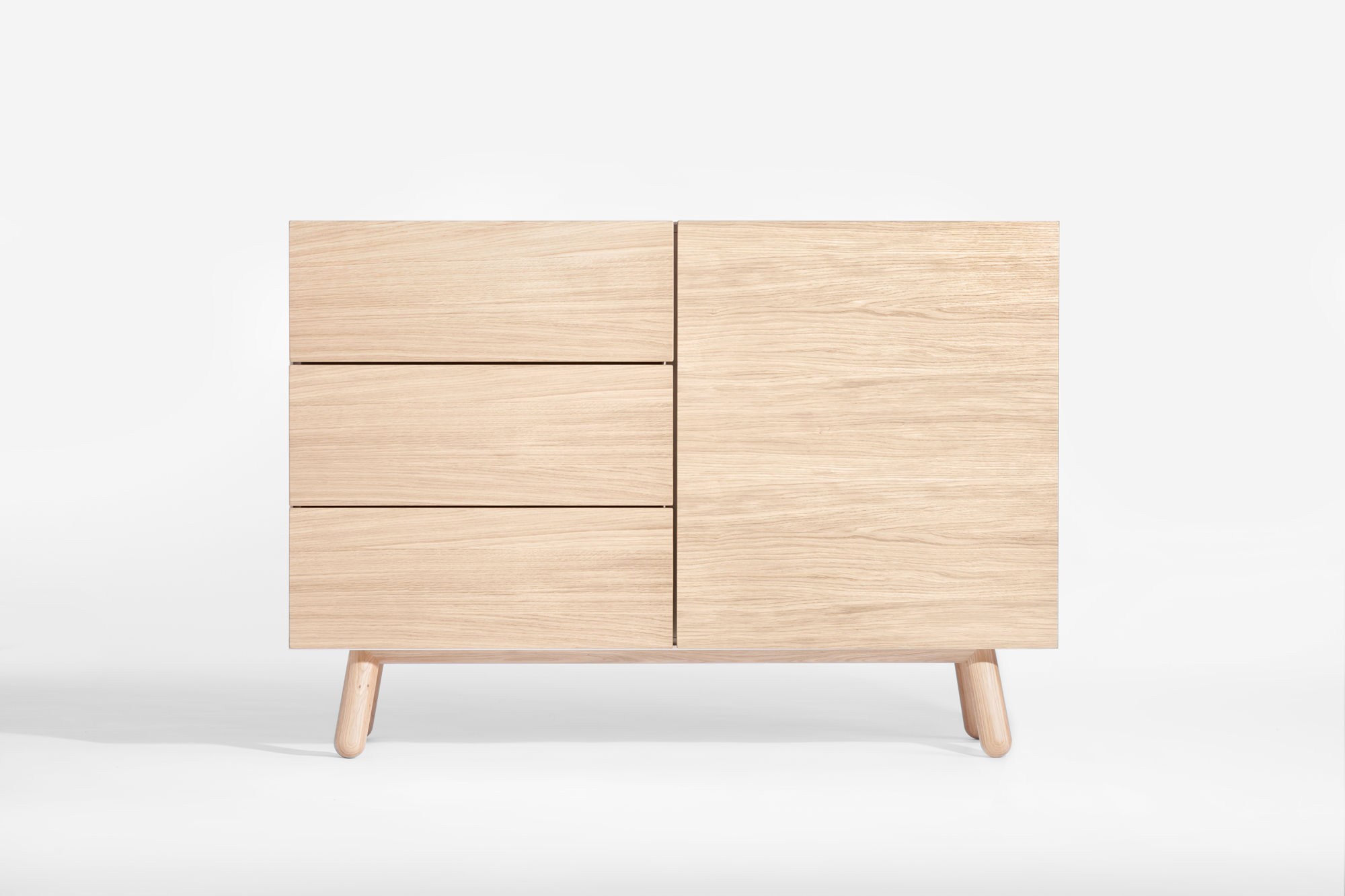 Comoda din lemn de stejar si furnir, cu 1 usa si 3 sertare, Mamma, l120xA42xH84 cm