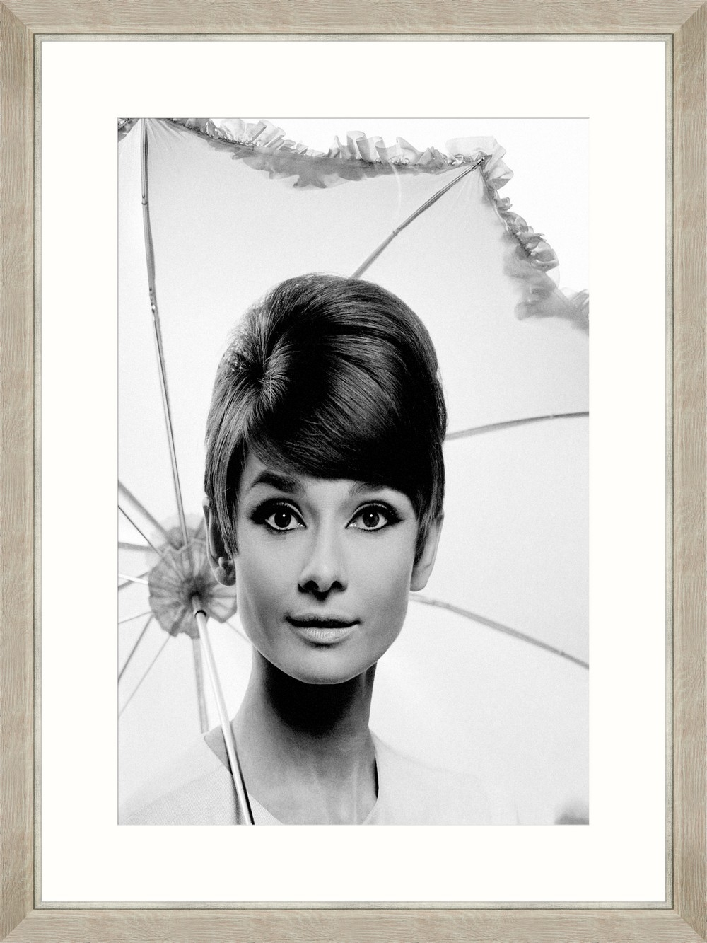 Tablou Framed Art Audrey Hepburn Under Umbrella poza