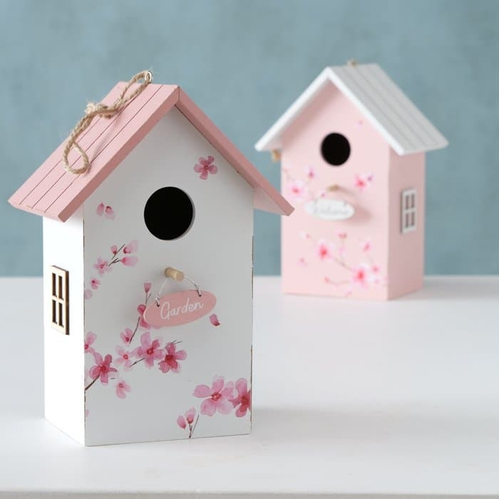 Casuta decorativa pentru pasari, din lemn Sakura Alb / Roz, Modele Asortate, L15xl12xH22 cm somproduct.ro