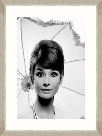 Tablou Framed Art Audrey Hepburn Under Umbrella