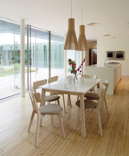 Set masa extensibila din MDF si lemn Narvik White / Oak + 4 scaune Narvik Grey, L140-180xl90xH75 cm