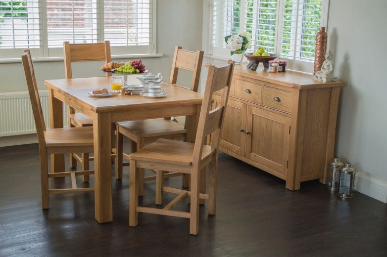 Set masa extensibila din lemn de stejar si furnir + 4 scaune Breeze Oak, L140-180xl85xH77 cm