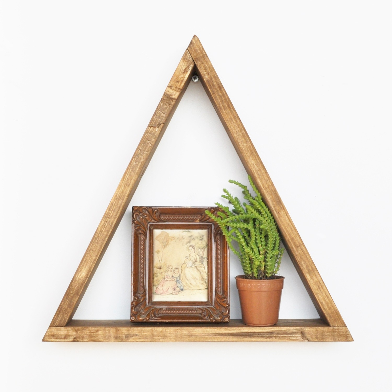 Etajera suspendata din lemn Triangle Nuc, l33xA6xH30 cm
