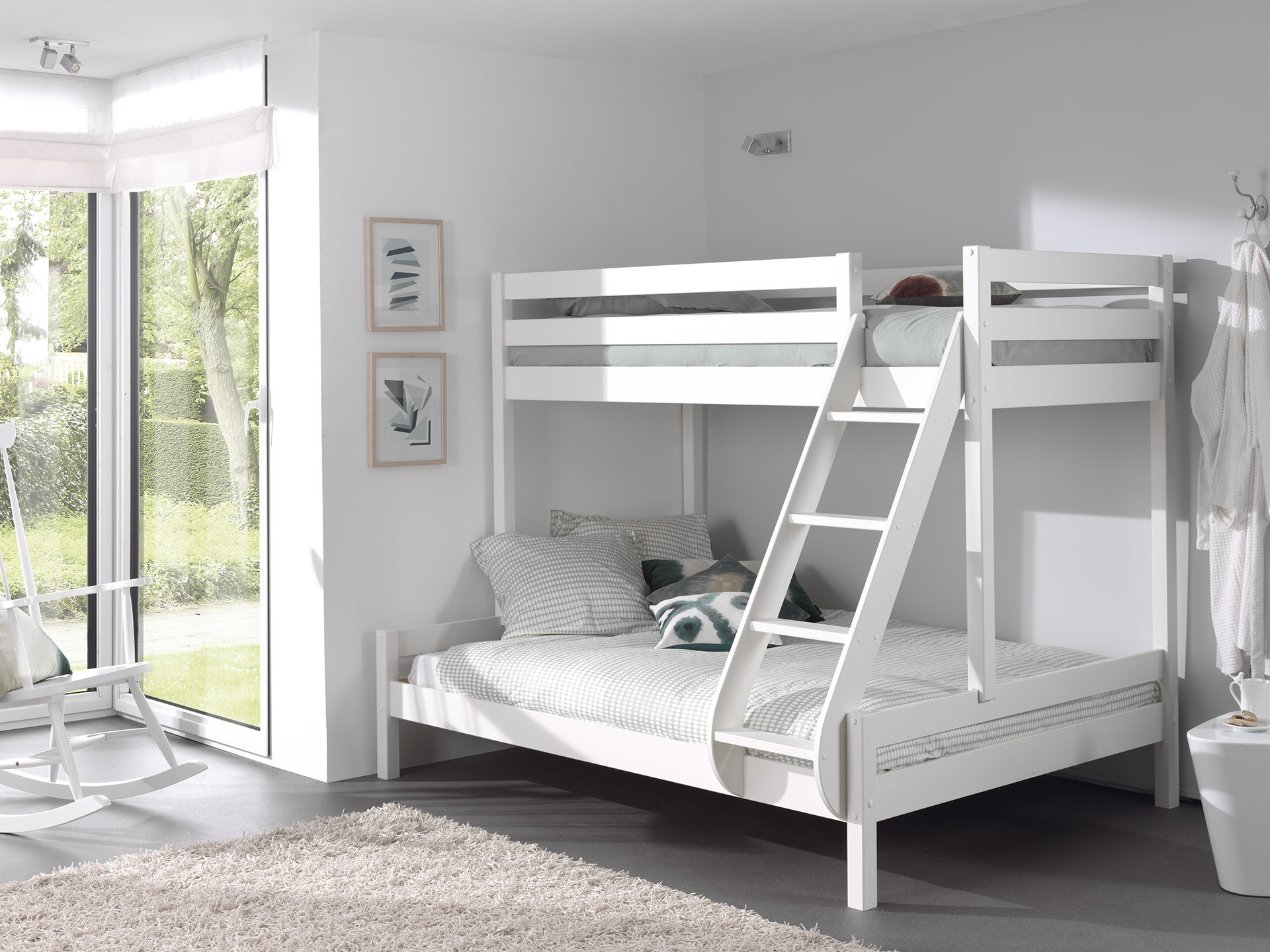 Pat etajat din lemn de pin pentru copii si tineret Pino Triple Alb, 200 x 140 cm