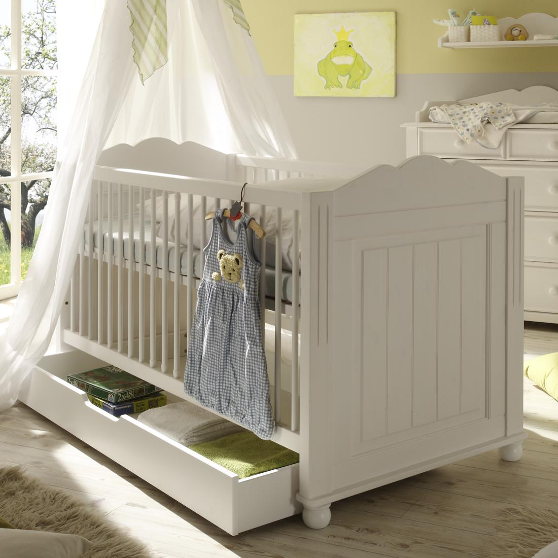 Patut din lemn de pin si pal, cu sertar pentru bebe Pallas Junior Alb, 140 x 70 cm