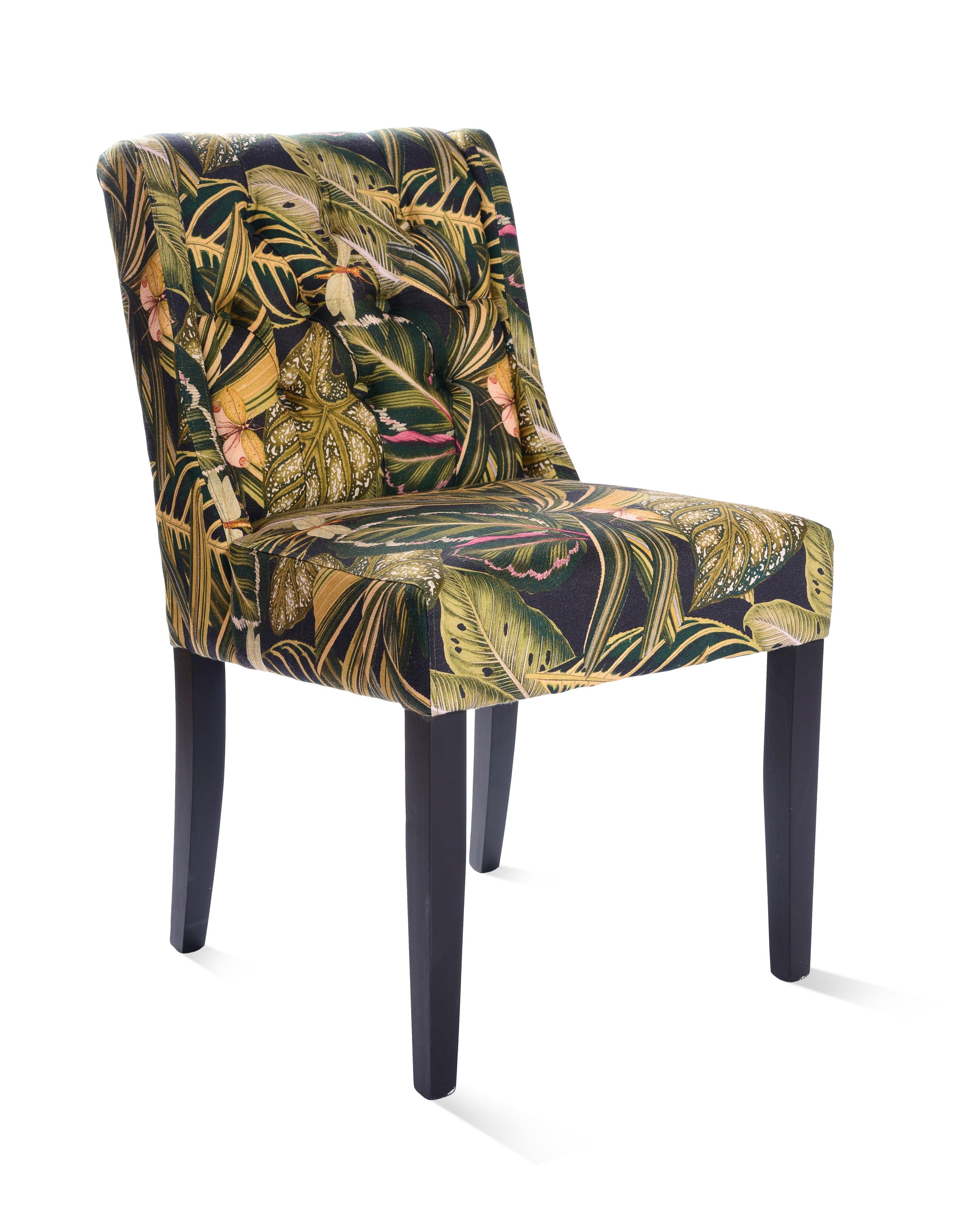 Scaun tapitat cu stofa cu picioare din lemn Amazonia Tufted l51xA63xH85 cm