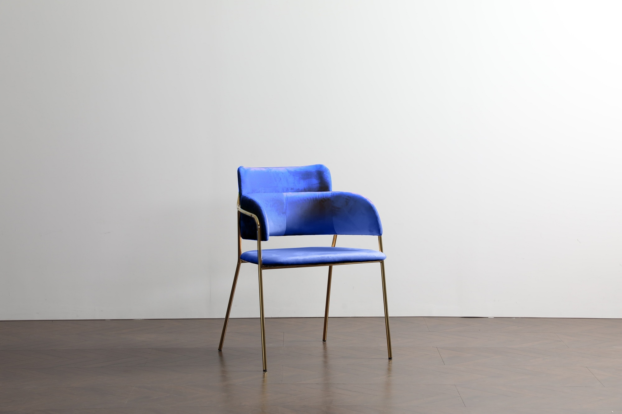 Scaun tapitat cu stofa, cu picioare metalice Eveline Velvet Blue, l48xA43xH84 cm