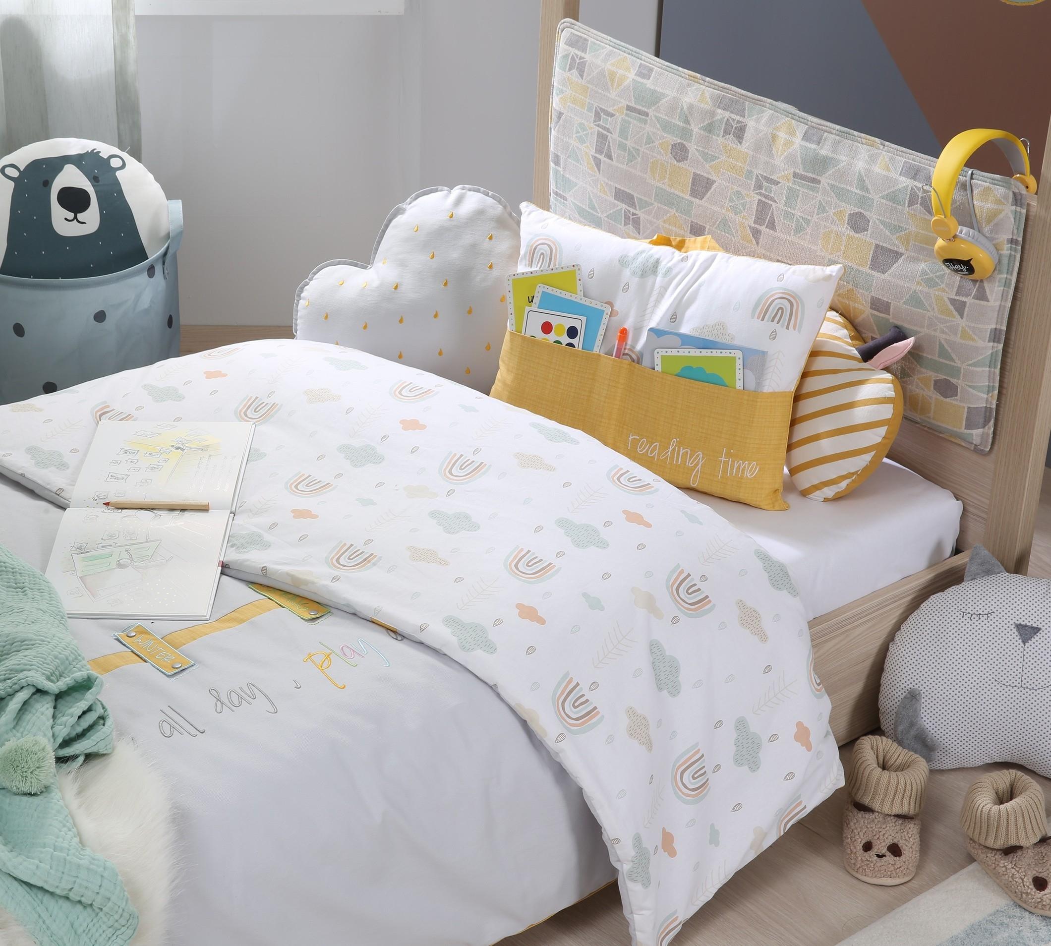 Set cuvertura pentru pat copii si 2 perne decorative Smile Multicolor imagine