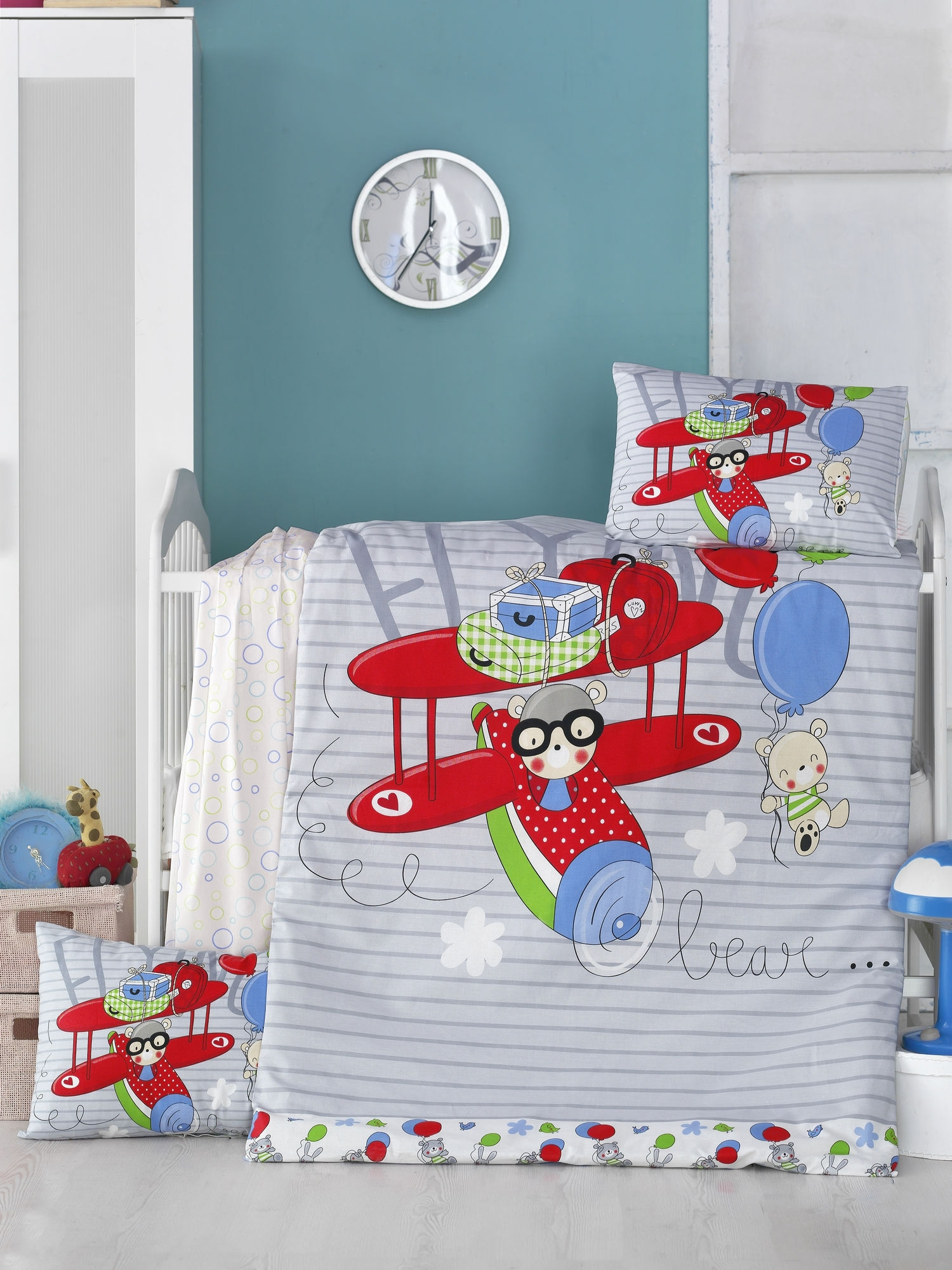 Set lenjerie pentru copii, din bumbac Ranforce, 4 piese, Flying Multicolor, 100 x 150 cm somproduct.ro