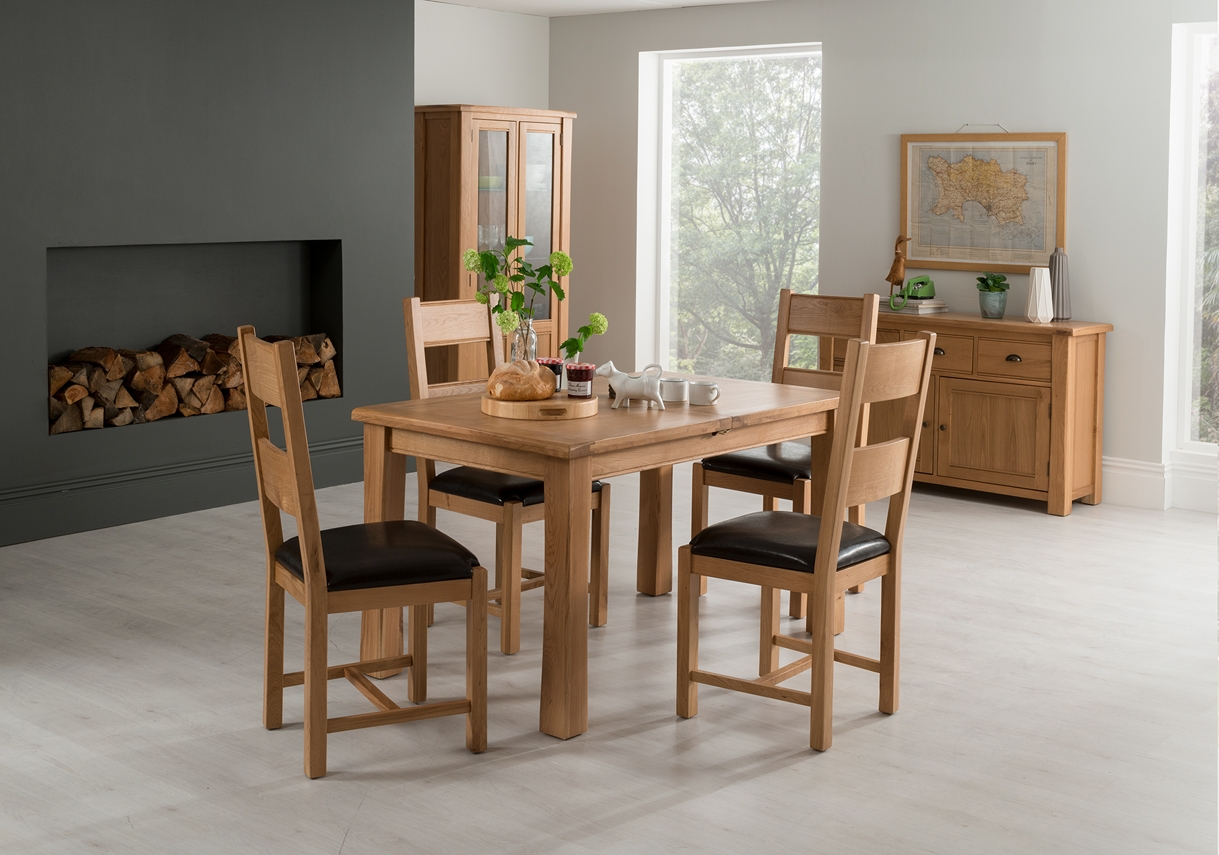 Set masa extensibila din lemn de stejar si furnir + 4 scaune cu sezut tapitat cu piele ecologica Breeze Oak / Brown L120-165xl85xH78 cm