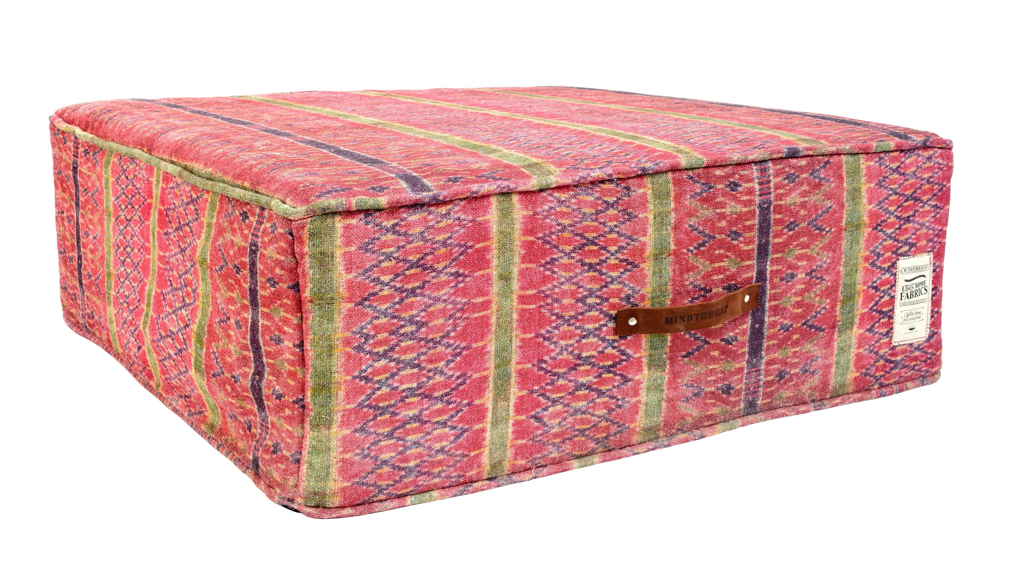 Taburet tapitat cu stofa Lakai Red l90xA90xH33 cm